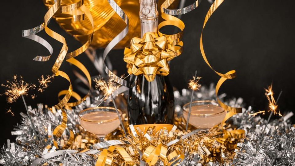 luxury new years celebration drinks_925x